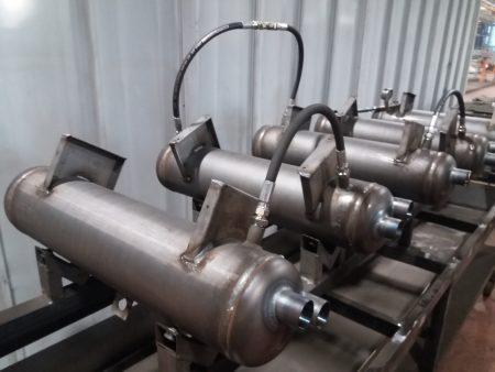 Test sous pression hydraulique à 65 bars – possibilité de coupler plusieurs appareils en série