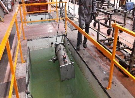 Tests sous pression pneumatique à 33 bars dans un bassin